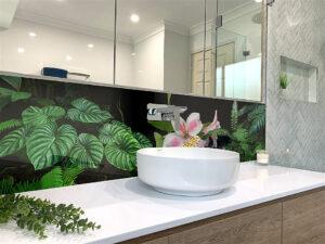 panel szklany łazienka paprocie