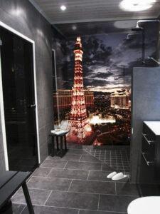 panel szklany do łazienki miasto