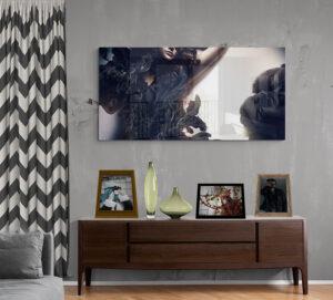 obraz szklany salonik kobieta w fali